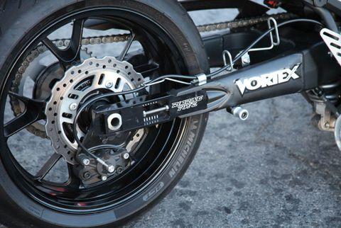 Wheel, Tire, Automotive tire, Spoke, Rim, Transport, Automotive wheel system, Synthetic rubber, Tread, Auto part,