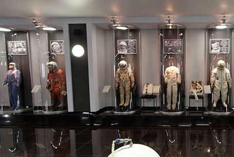 Collection, Display case, Light fixture, Retail, Boutique, Display window, Mannequin, Sculpture,