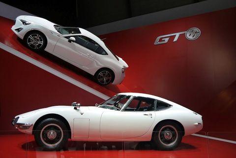 Tire, Wheel, Automotive design, Vehicle, Land vehicle, Automotive wheel system, Alloy wheel, Automotive tire, Car, Rim,