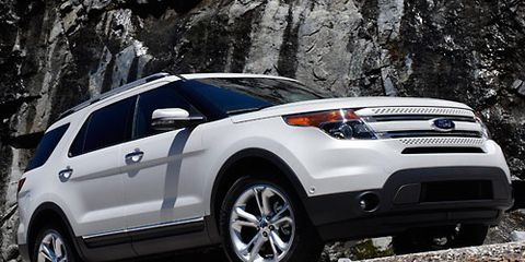 Tire, Wheel, Vehicle, Land vehicle, Automotive design, Automotive tire, Car, Rim, Automotive lighting, Grille,