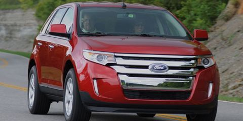Motor vehicle, Tire, Wheel, Vehicle, Land vehicle, Automotive mirror, Automotive lighting, Car, Headlamp, Grille,