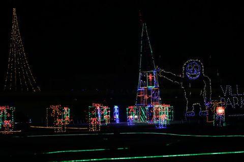 Night, Darkness, Electricity, Landmark, Christmas decoration, Light, Midnight, Holiday, Spire, Christmas lights,