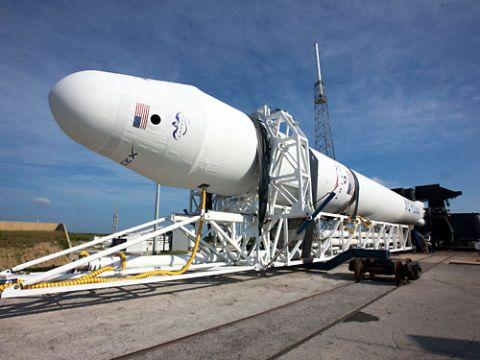 Blimp, Airship, Aerospace engineering, Space, Spacecraft, Cylinder, Aircraft, Rocket, Missile, Aerostat,