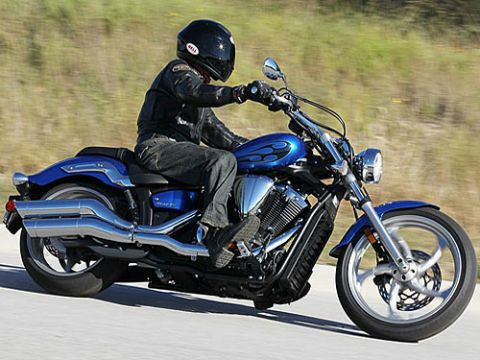 Motorcycle, Footwear, Tire, Wheel, Automotive tire, Automotive design, Fuel tank, Shoe, Motorcycle helmet, Helmet,