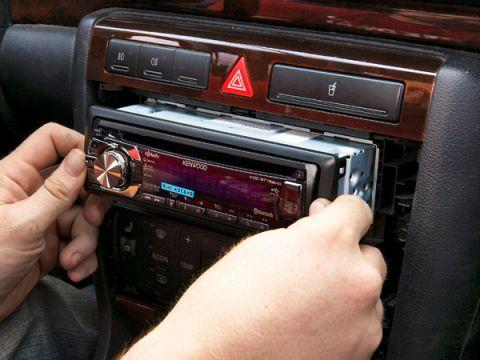 Finger, Electronic device, Vehicle audio, Hand, Technology, Electronics, Radio, Multimedia, Nail, Center console,