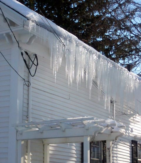 Icicle, Ice, Freezing, Winter, Roof, Snow, Home, Material property, Siding, Outdoor structure,