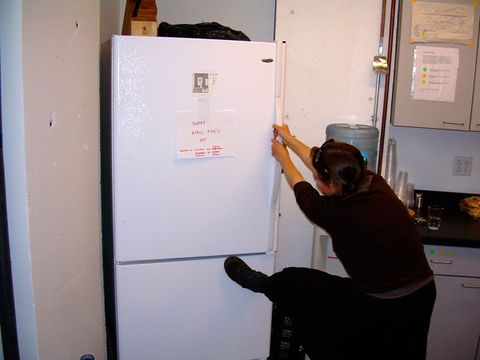 Fool Your Coworkers With the Refrigerator Handle Switch