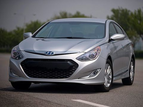 Motor vehicle, Tire, Mode of transport, Automotive design, Vehicle, Transport, Headlamp, Glass, Land vehicle, Hood,