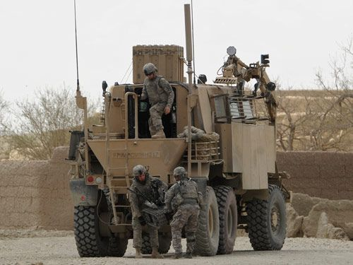 usrmy soldiers unload a robot to deactivate an ied