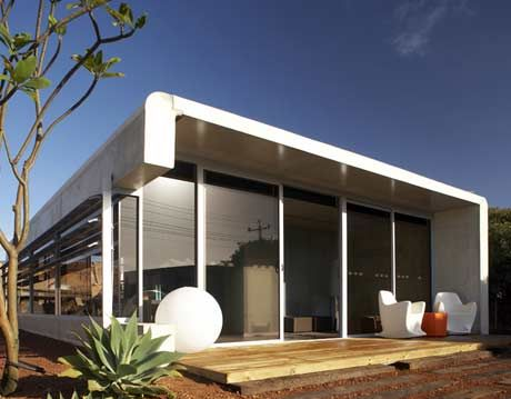 Front view of the modern, glass-walled perrinepod prefabricated, modular home.