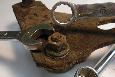 cómo quitar un perno oxidado