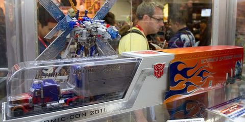Machine, Fictional character, Retail, Engineering, Customer, Plastic, Box, Display case, Toy,