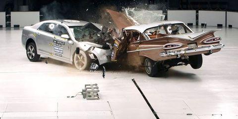 Tire, Wheel, Vehicle, Automotive design, Land vehicle, Automotive tire, Car, Automotive wheel system, Automotive lighting, Automotive parking light,