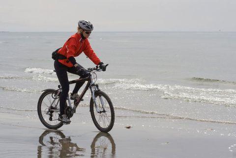Tire, Bicycle wheel, Bicycle tire, Wheel, Bicycle frame, Bicycle handlebar, Bicycle wheel rim, Bicycle, Bicycle fork, Shoe,