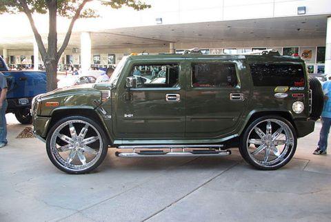 Motor vehicle, Tire, Wheel, Automotive tire, Automotive design, Vehicle, Automotive exterior, Rim, Spoke, Car,