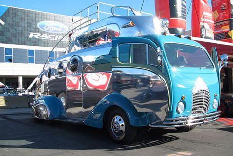 Motor vehicle, Tire, Mode of transport, Automotive design, Blue, Vehicle, Transport, Automotive tire, Rim, Fender,