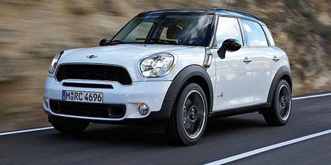 Tire, Wheel, Automotive design, Vehicle, Vehicle door, Automotive lighting, Alloy wheel, Automotive mirror, Rim, Car,