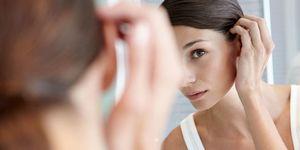 Best hair loss shampoo - Woman checking thinning hair