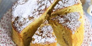 Rhubarb, pear and custard cake