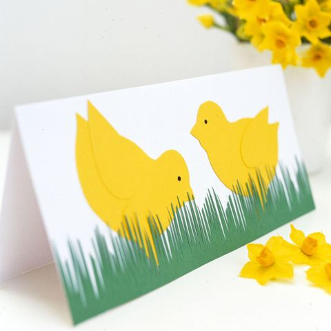 Pecking chick Easter card to make