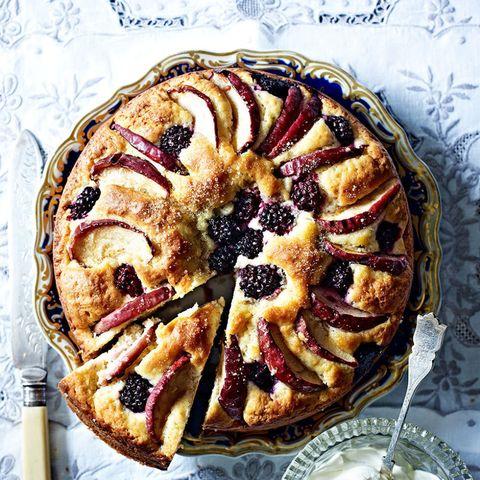 blackberry and apple scone cake