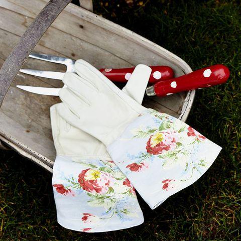 DIY gifts: Gardening gloves