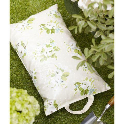 Garden kneeler to sew