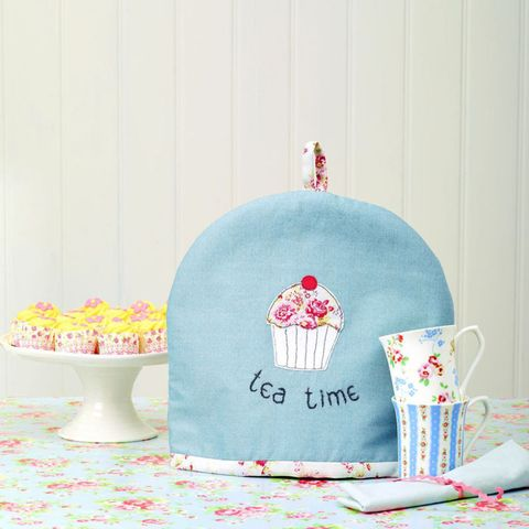 DIY gifts: Cupcake tea cosy