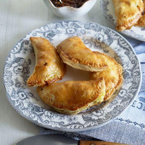Ploughman's pies