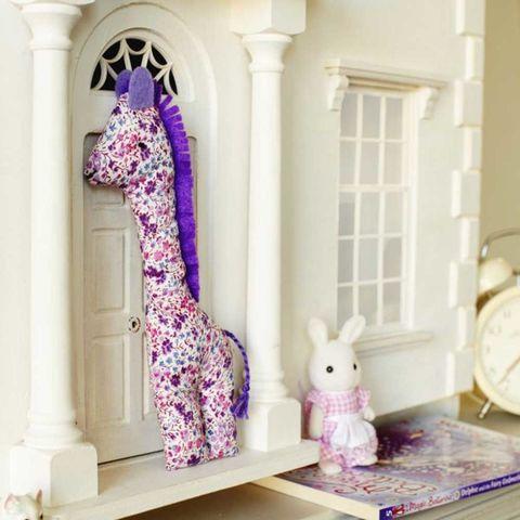 Cuddly giraffe toy