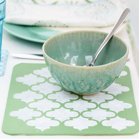 Stencilled placemats to make