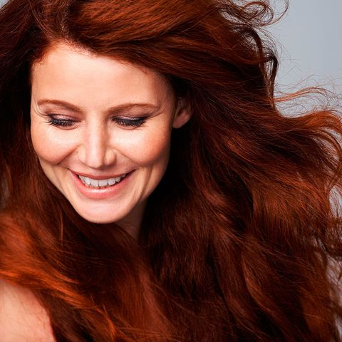 Model with thick red hair