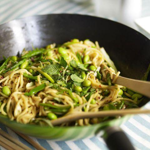 Vegetable stir-fry noodles