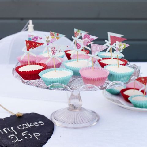 Cupcakes with flag cupcake toppers