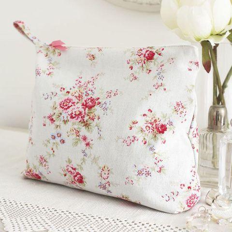 Cath Kidston Fabric Wash Bag: Free Sewing Patterns