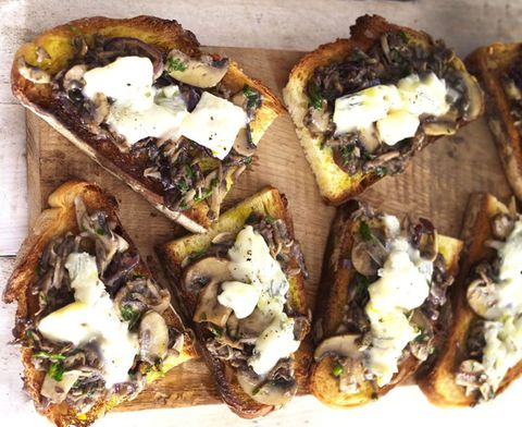 Bruschetta with Gorgonzola and onions