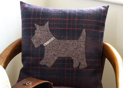 Free sewing patterns: applique cushions with dog motif
