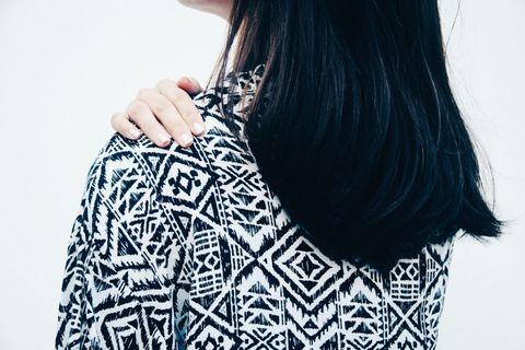 Shoulder, Style, Pattern, Neck, Black hair, Street fashion, Long hair, Nail, Back, Visual arts,