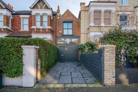 10ft wide house for sale in Dulwich