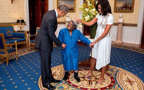 Obamas meet 106-year-old woman