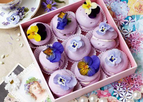Viola meringues