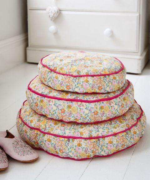 DIY Gifts:Floral floor cushions