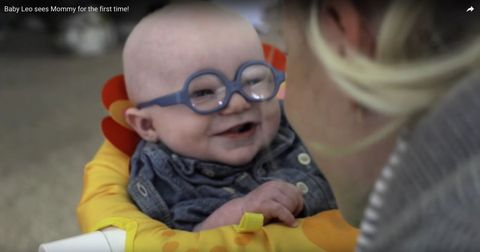 Baby videos: baby with albinism sees mum for the first time