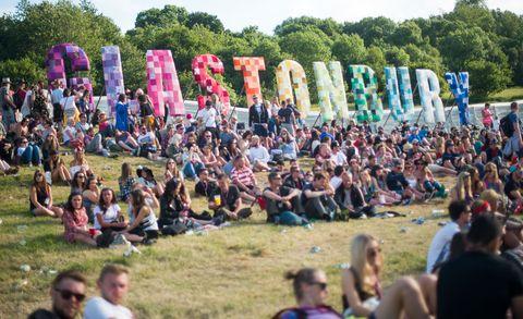 People, Social group, Crowd, Mammal, Leisure, Summer, Audience, Spring,