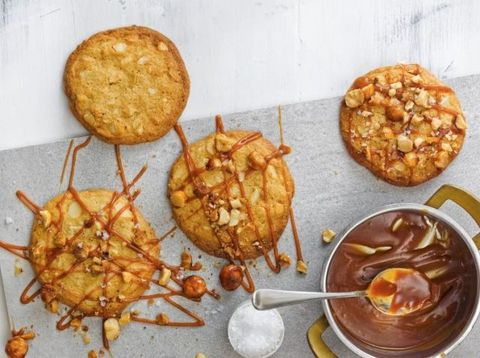 Macadamia caramel cookies