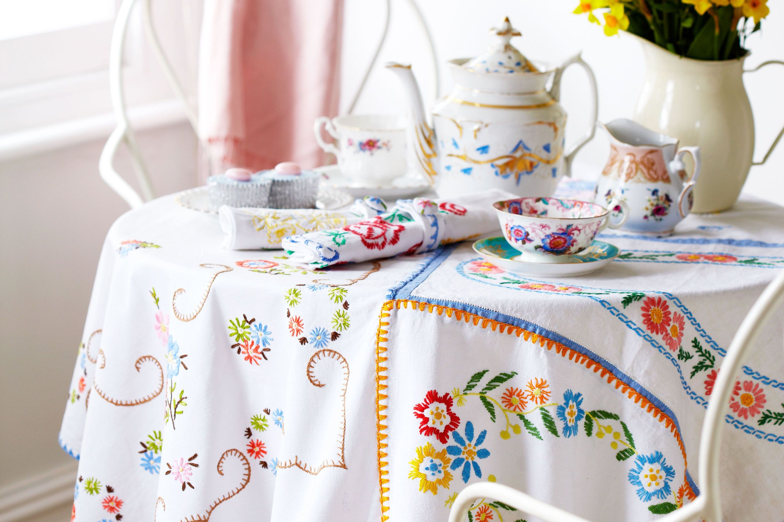 Prima & How to make vintage-style tablecloths and napkins