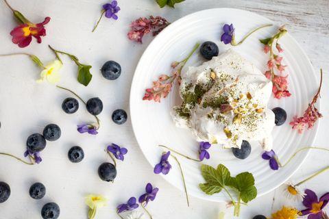 meringue edible flowers