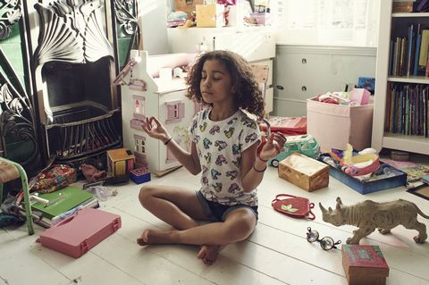child meditate