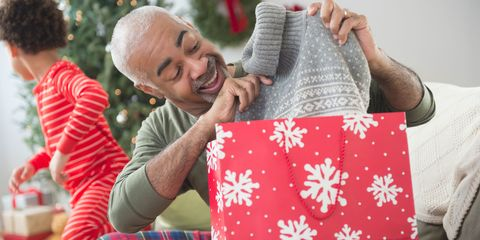 Textile, Comfort, Pattern, Holiday, Plaid, Tartan, Throw pillow, Lap, Linens, Christmas eve,