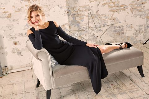 Clothing, Leg, Human body, Shoulder, Joint, Style, Sitting, Knee, Comfort, Thigh,